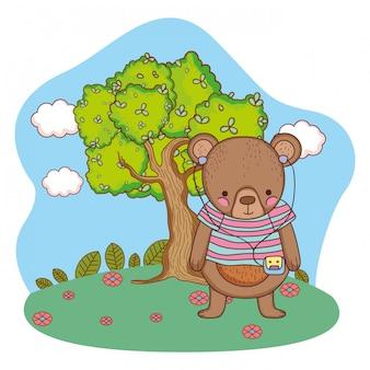 Adorable petit ours avec une chemise et un baladeur dans le camp