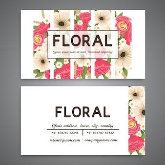 Affaires vintage et carte de visite avec motif floral