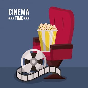 Affiche avec chaise de cinéma et bobine de film et maïs soufflé