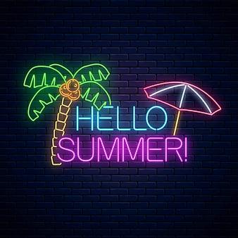 Affiche d'été au néon avec lettrage, palmier et parasol sur mur de briques sombres.