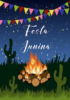 Affiche festa junina avec feu de camp, guirlande de drapeaux, herbe, cactus et texte la nuit étoilée.