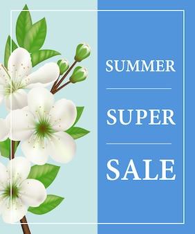Affiche de super été vente avec une brindille fleur blanche sur fond bleu.
