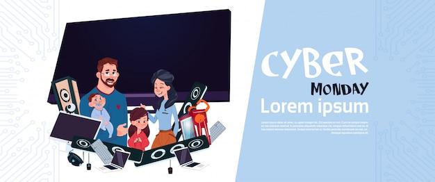 Affiche de vente de cyber monday avec la famille heureuse au-dessus du plasma et des appareils modernes, achat de vacances en ligne