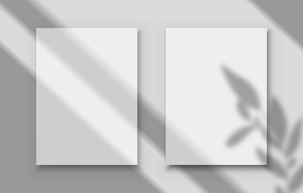 Affiches avec superposition d'ombre deux cadres d'image vierges blancs avec des ombres transparentes