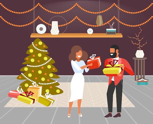 African american couple donnant des coffrets cadeaux les uns aux autres joyeux noël vacances d'hiver célébration concept salon moderne intérieur pleine longueur illustration vectorielle horizontale