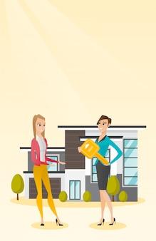 Agent immobilier donnant la clé à un nouveau propriétaire.