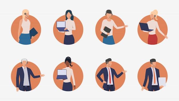 Agents commerciaux consultant les clients par téléphone