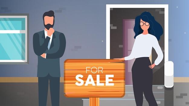 Agents immobiliers avec un signe à vendre. la fille et l'homme sont des agents immobiliers. concept de vente d'appartements, de maisons et de biens immobiliers. vecteur.