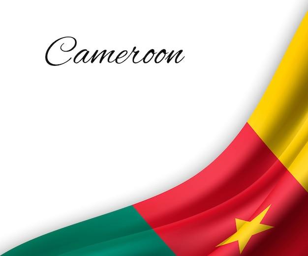Agitant le drapeau du cameroun sur fond blanc.