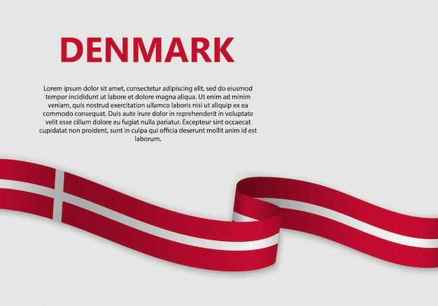Agitant le drapeau du danemark