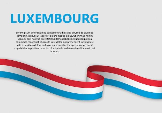 Agitant le drapeau du luxembourg