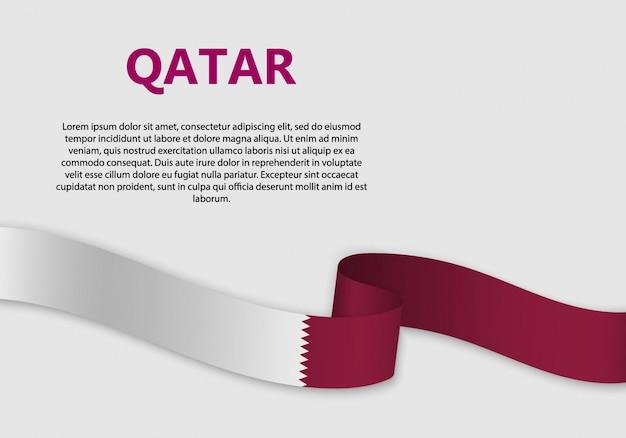 Agitant le drapeau du qatar