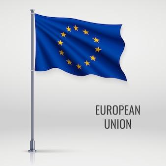 Agitant le drapeau sur le mât.