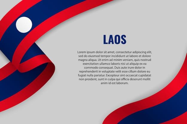 Agitant un ruban ou une bannière avec le drapeau du laos