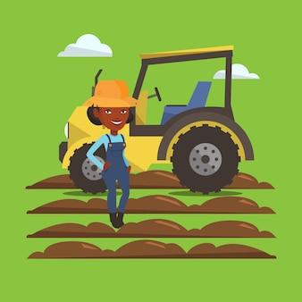 Agriculteur debout avec tracteur sur fond.