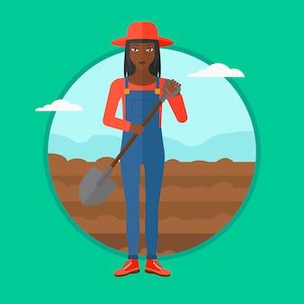 Agriculteur sur le terrain avec une pelle.