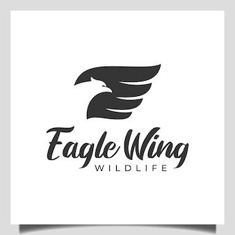 Aigle ou faucon volant, phénix avec des ailes icône logo abstrait vectoriel, symbole de conception de la faune de la liberté
