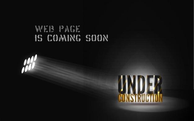 Alerte en construction en projecteur mystique sur fond noir. bannière sombre du site web avec un message lumineux. affiche de la page web à venir avec du texte 3d sous les projecteurs sur scène.