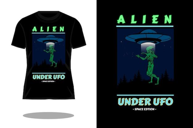 Alien sous la conception de t-shirt rétro
