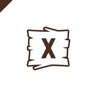 Alphabet en bois ou blocs de polices avec la lettre x dans la zone de texture du bois avec contour.