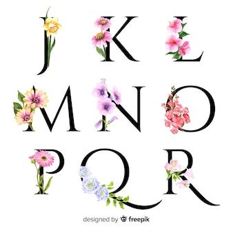 Alphabet avec des fleurs réalistes
