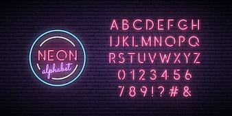 Alphabet néon rose.