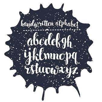 Alphabet de script dessiné à la main. lettres calographiques écrites avec un stylo pinceau avec de l'encre
