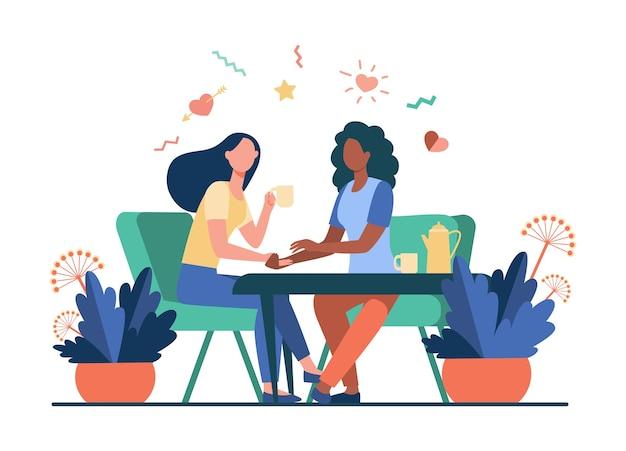 Amies parlant autour d'une tasse de thé. tenant la main, donnant du confort, illustration vectorielle plane de café. communication, concept d'amitié