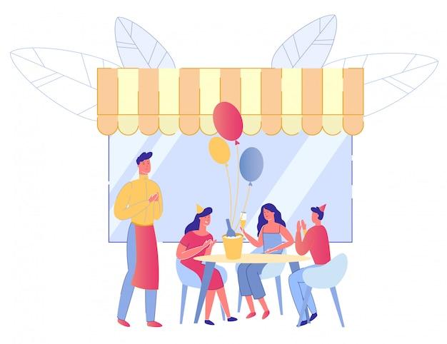 Amis célébrant la fête d'anniversaire dans le café de rue.