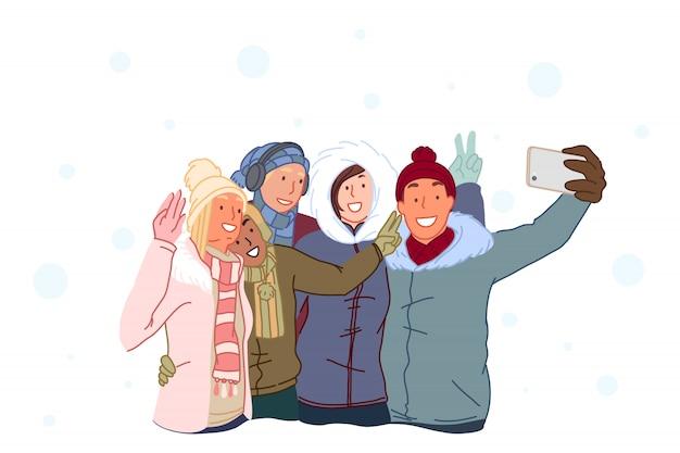 Des amis heureux prennent des selfies et rient.