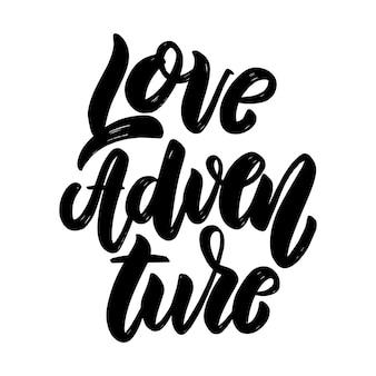 Amour aventure. phrase de lettrage sur fond clair. élément de design pour affiche, carte, bannière, signe.