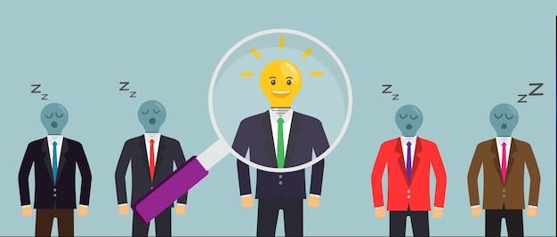 Ampoule créative avec symbole de la tête humaine, homme d'affaires réfléchissant au succès