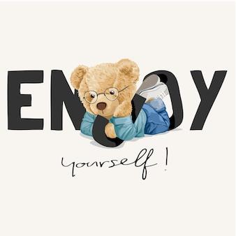 Amusez-vous slogan avec poupée ours allongé sur le ventre illustration