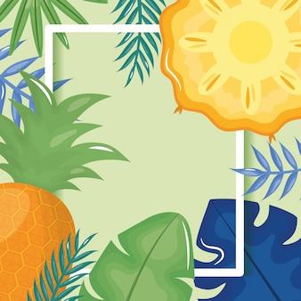 Ananas frais avec cadre en feuilles de palmier