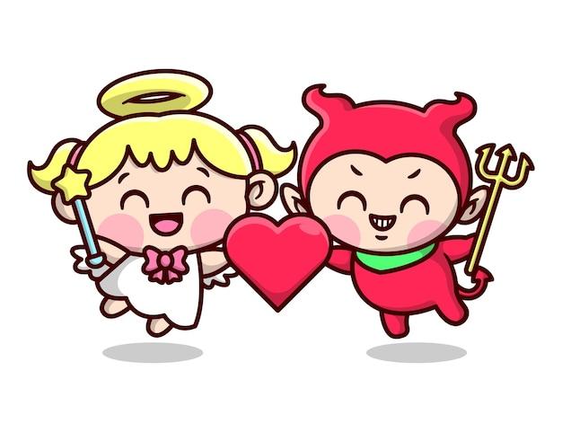 L'ange et le diable mignons tient un coeur et montrent un visage heureux