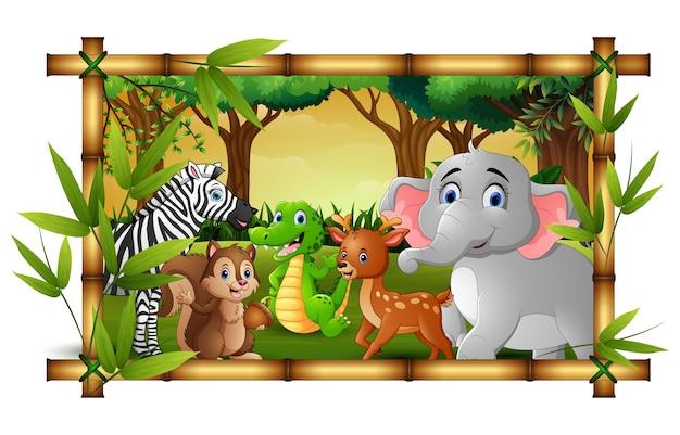 Animaux heureux dans la forêt de cadre de bambou