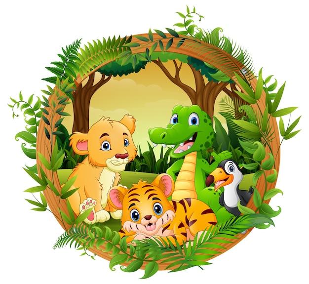 Animaux heureux dans la forêt de cadre