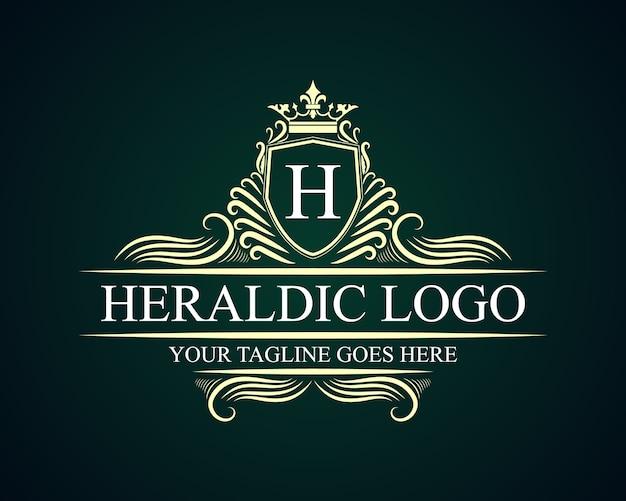 Antique rétro luxe victorien emblème calligraphique logo avec cadre ornemental approprié pour barbier vin carft magasin de bière spa salon de beauté boutique antique restaurant hôtel resort classique marque royale