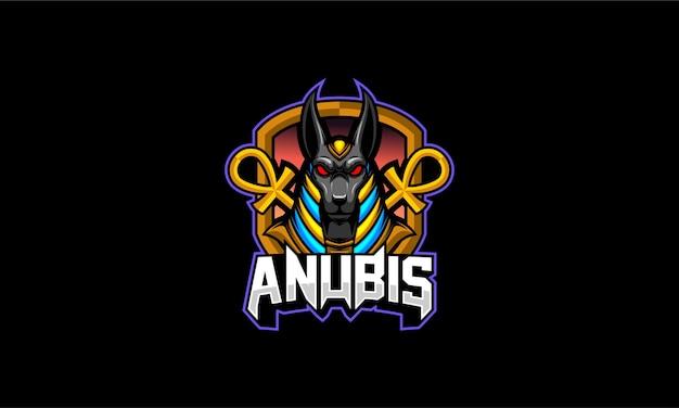 Anubis tient l'emblème du personnel