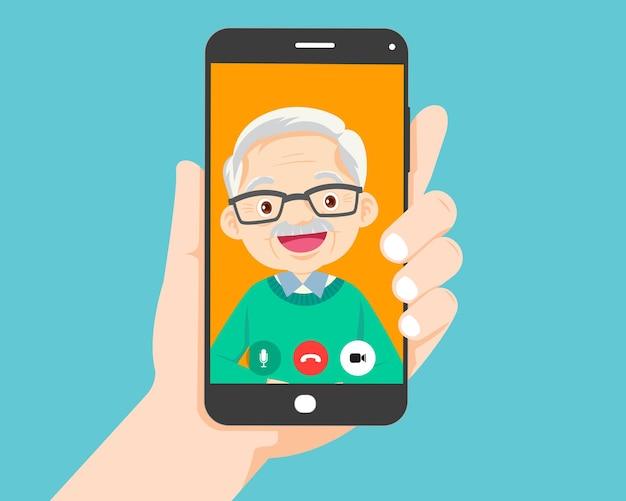 Appel vidéo sur smartphone avec grand-père