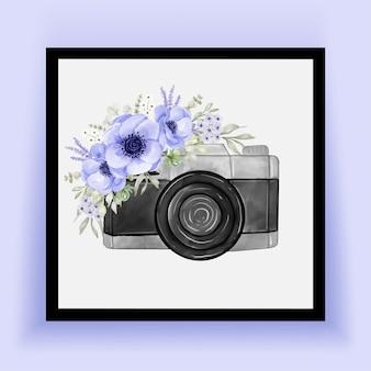 Aquarelle d'appareil photo avec d'élégantes fleurs d'anémone violette