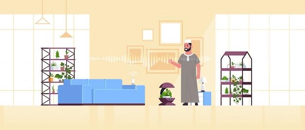 Arabe, homme, utilisation, automatique, arrosage, système, contrôlé
