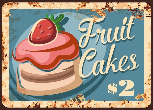Assiette grunge rouillée de gâteaux de fruits,
