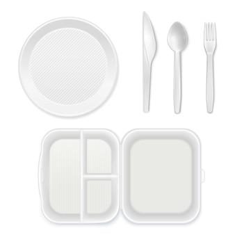 Assiette en plastique blanc jetable couteau à couverts fourchette cuillère boîte à lunch vue de dessus ensemble de vaisselle réaliste isolé