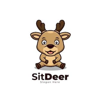 Assis cerf dessin animé mignon logo mascotte créative