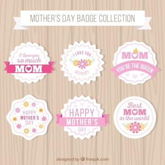 Assortiment de badges de jour de mère plat avec des éléments roses