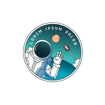 Astronaute dans le ciel avec une fusée derrière