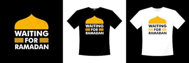 Attente pour la conception de t-shirt typographie ramadan