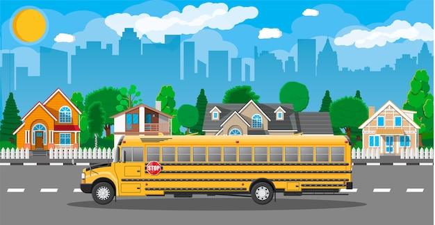 Autobus scolaire classique long jaune en ville. enfants à cheval dans le transport scolaire.