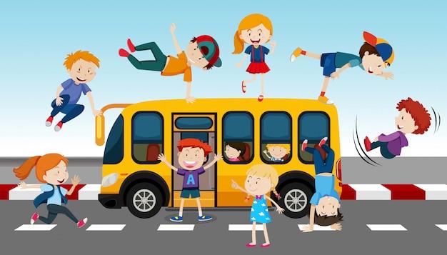 Autobus scolaire et étudiants